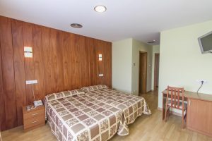 sencillo hotel con balneario en Ribadeo